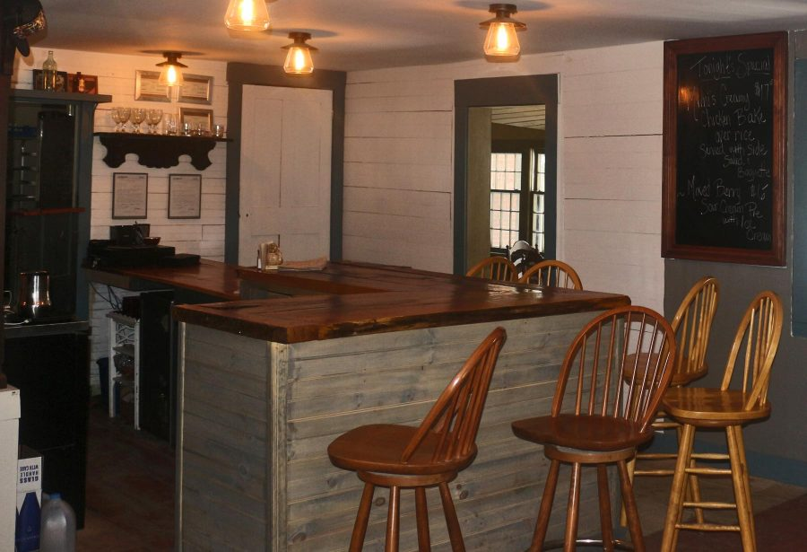 Rowell's Inn Bar & Grill